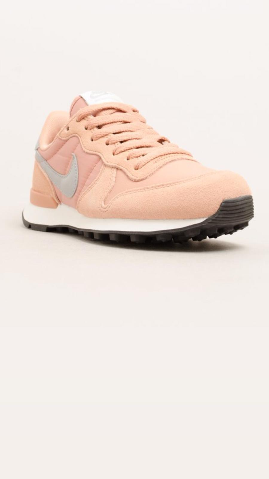 לצפייה במוצר INTERNATIONALIST ROSE GOLD